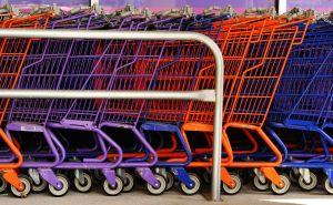 Reihe von Einkaufswagen